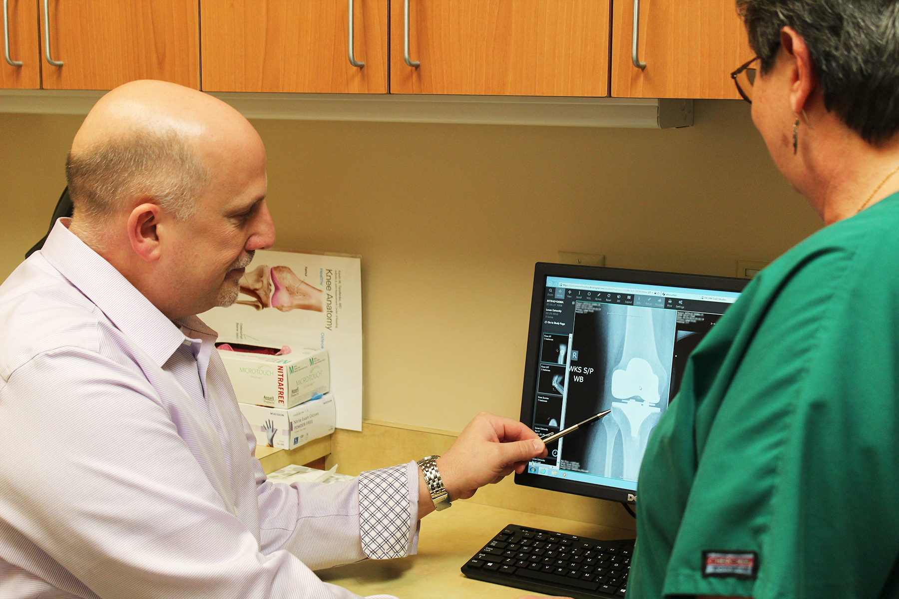 Dr Kevin Terefenko viewing a total knee replacement x-ray